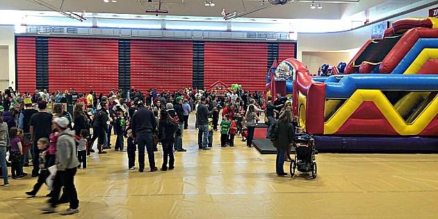 3-6-16  KIDABALOO--floor shot of crowd