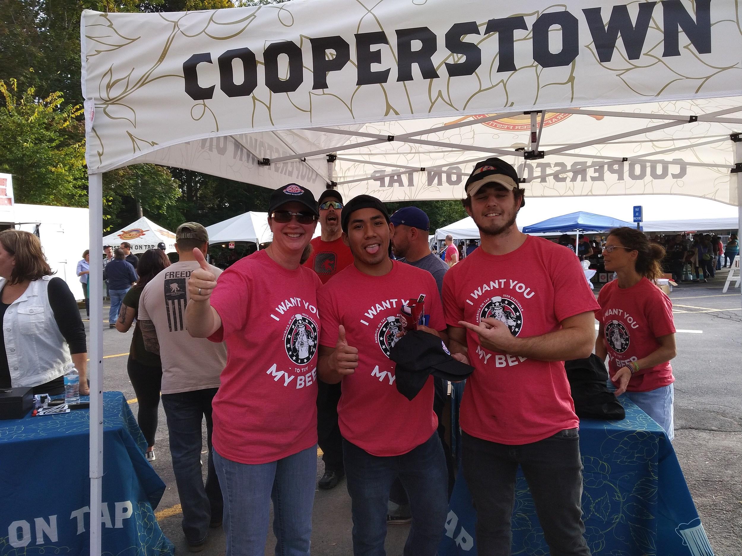 WZOZ's Leslie Ann and volunteers  (Credit: TSM )